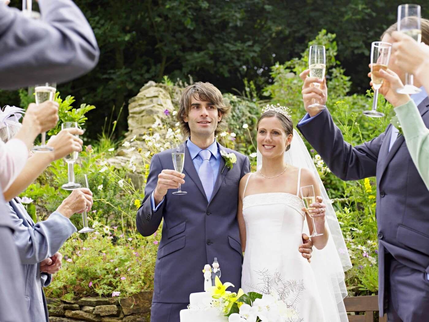 Eine Hochzeitsrede die alle umhaut Kein Problem mit unseren Tipps  Traurede  Hochzeitsreden