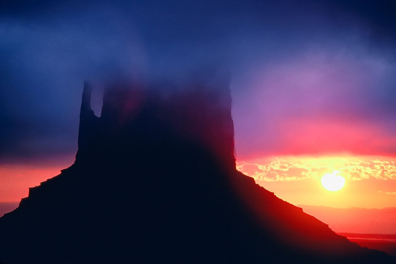 by Eric Meola / America / Sunrise, Monument Valley. Utah