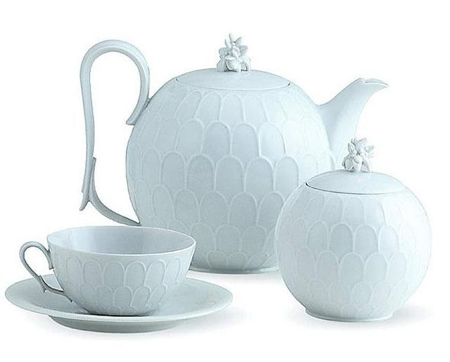 Porcelain tea set by Austrian architect and designer Josef Hoffmann for the historic Austrian porcelain manufacturer Augarten