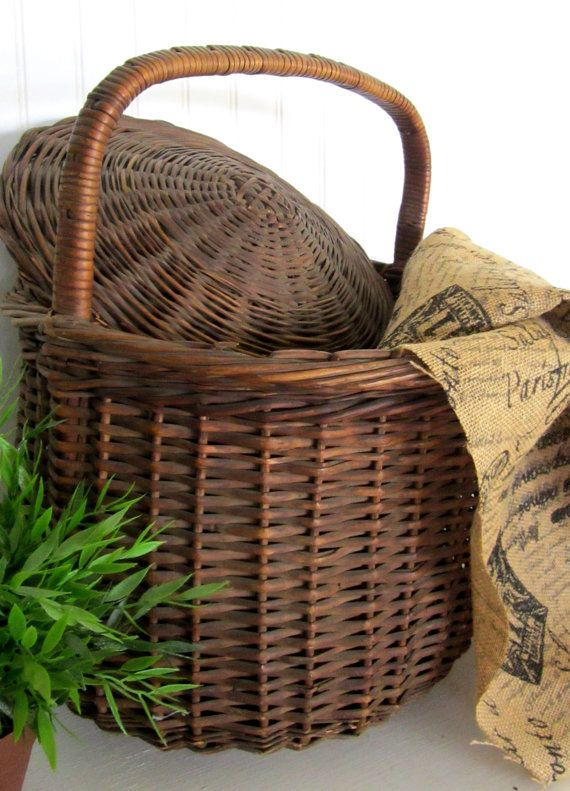1940s hand woven basket w/ lid