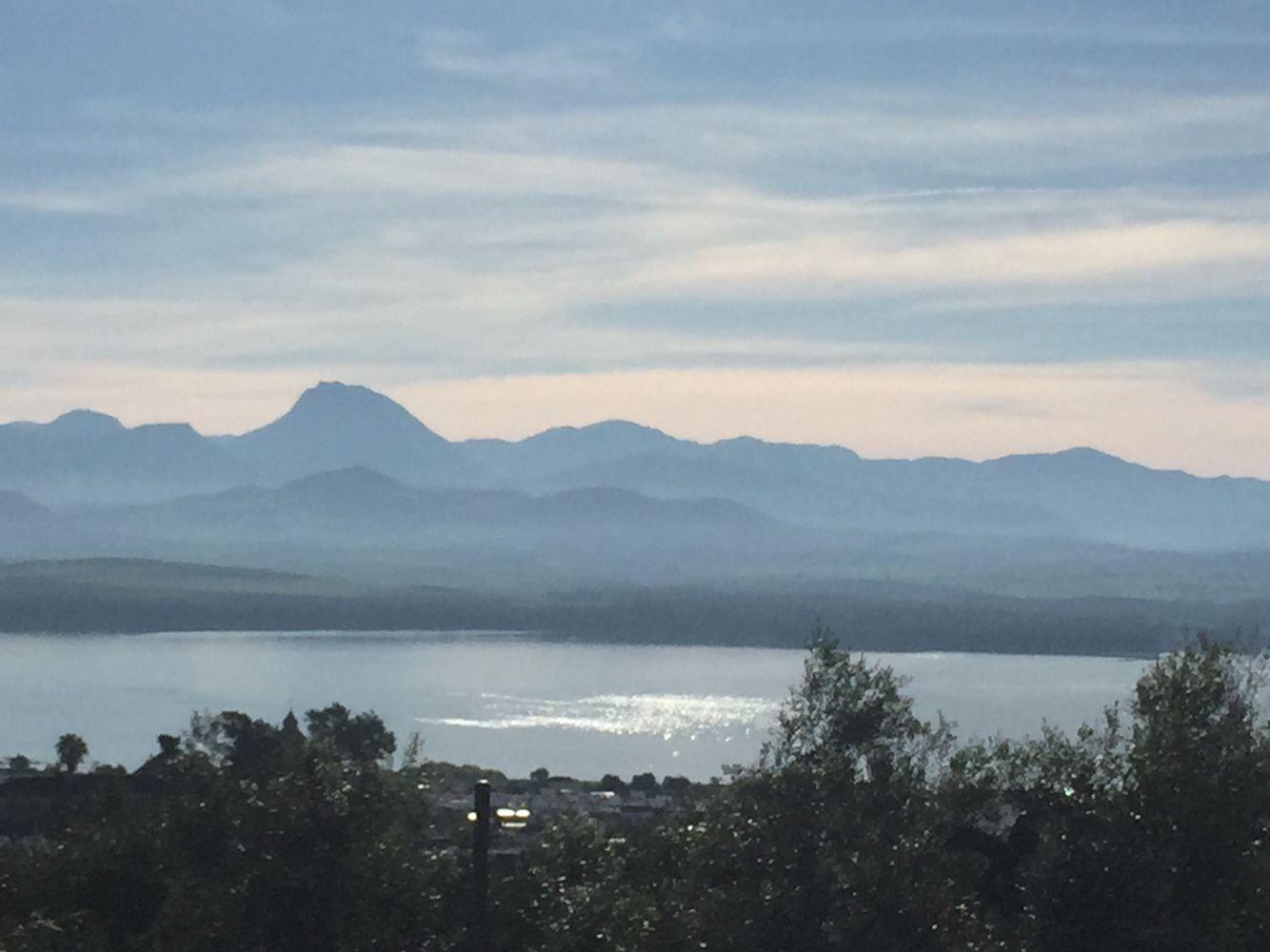 Lago de Bornos y al fondo la Sierra de Cádiz.