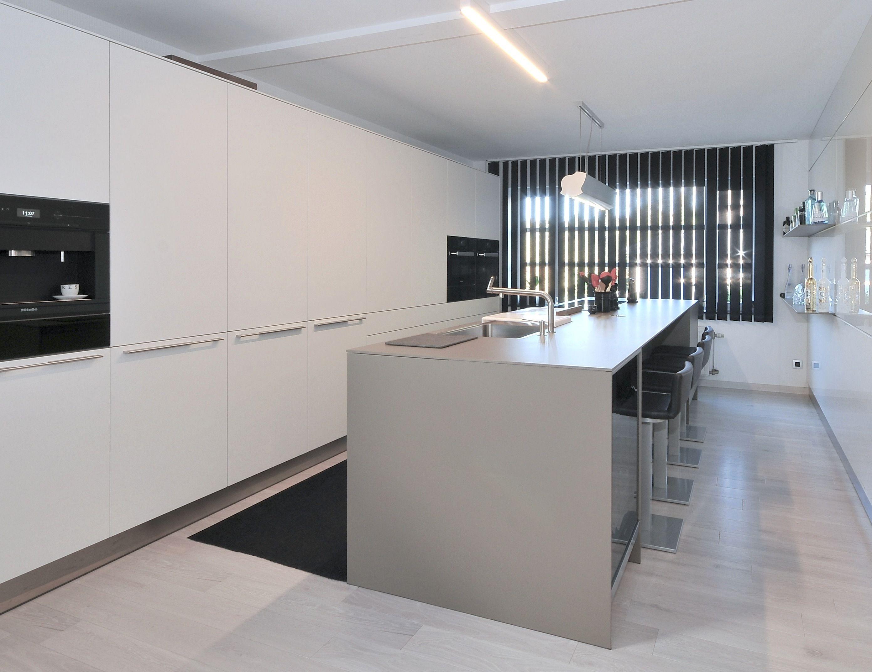 Keuken Rvs Wandpanelen : Bulthaup b3 laminaat alpine wit leem wandpanelen acryl hoogglans