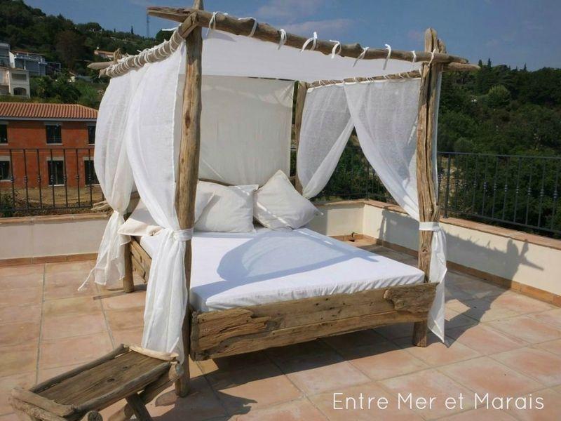 lit de jardin bois flotte 3 palettes pinterest lit. Black Bedroom Furniture Sets. Home Design Ideas