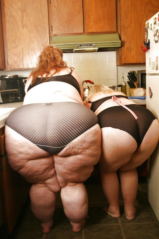 Ssbbw in kitchen