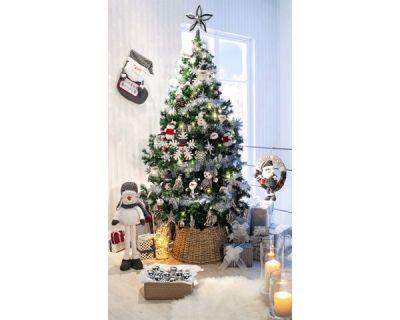 Deco De Noel 2019 Tendances Et Idees De Decoration Pour L Interieur Decoration Fete Petite Chaise En Bois Deco Noel