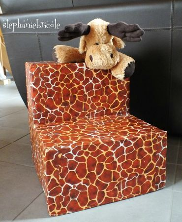 faire un fauteuil en carton et le recouvrir de d copatch girafe fauteuil en carton stephanie. Black Bedroom Furniture Sets. Home Design Ideas