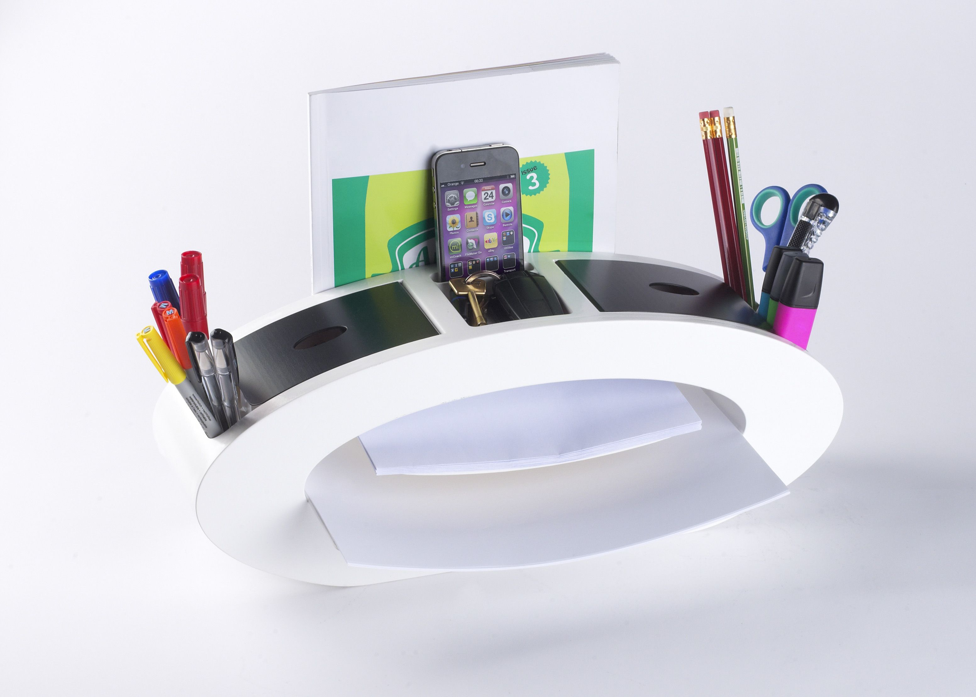 Something to make your desk look even tidier - Courtesy of Avery.   The new Avery All-in-One range combines stunning design with cutting-edge features and functionality, offering you a totally unique way to keep your desk tidy, organised and super-stylish.