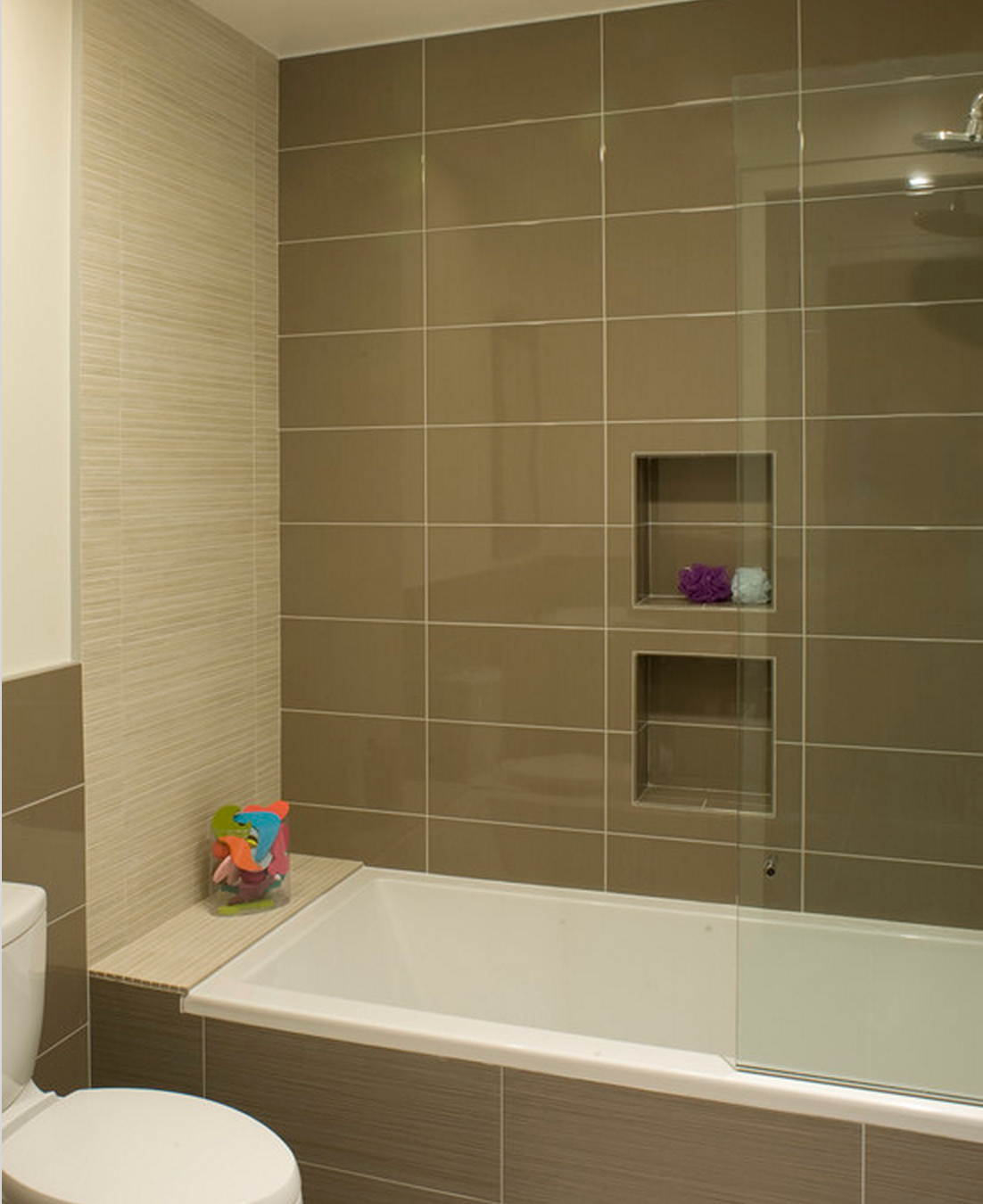 I Like The Kids Bathroom With An Accent Wall (different Tiles) And The Tiles Wrapped Around The
