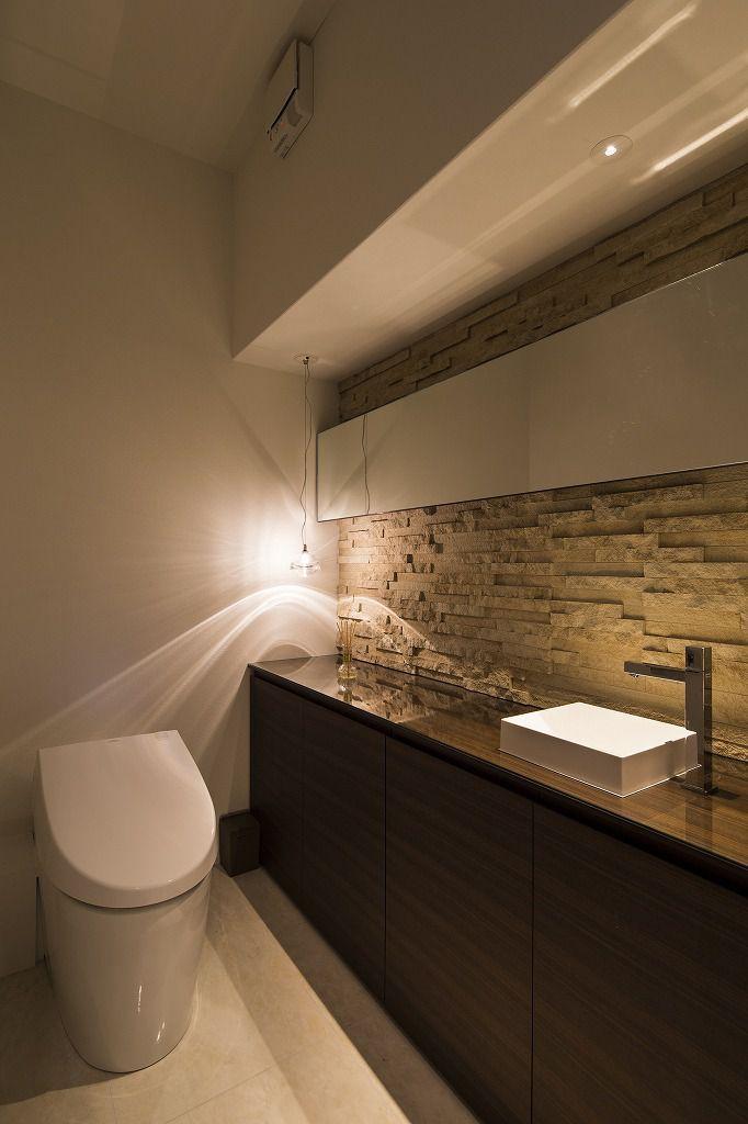 トイレ 施工例 Renovation Casa ミニマリストのバスルーム トイレ インテリア バスルームのインテリアデザイン
