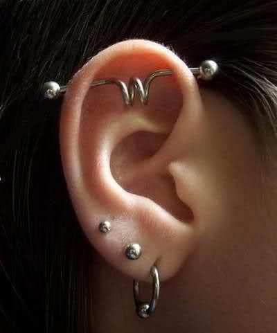 Piercing Industrial Con Espiral Piercings Industriales Piercing