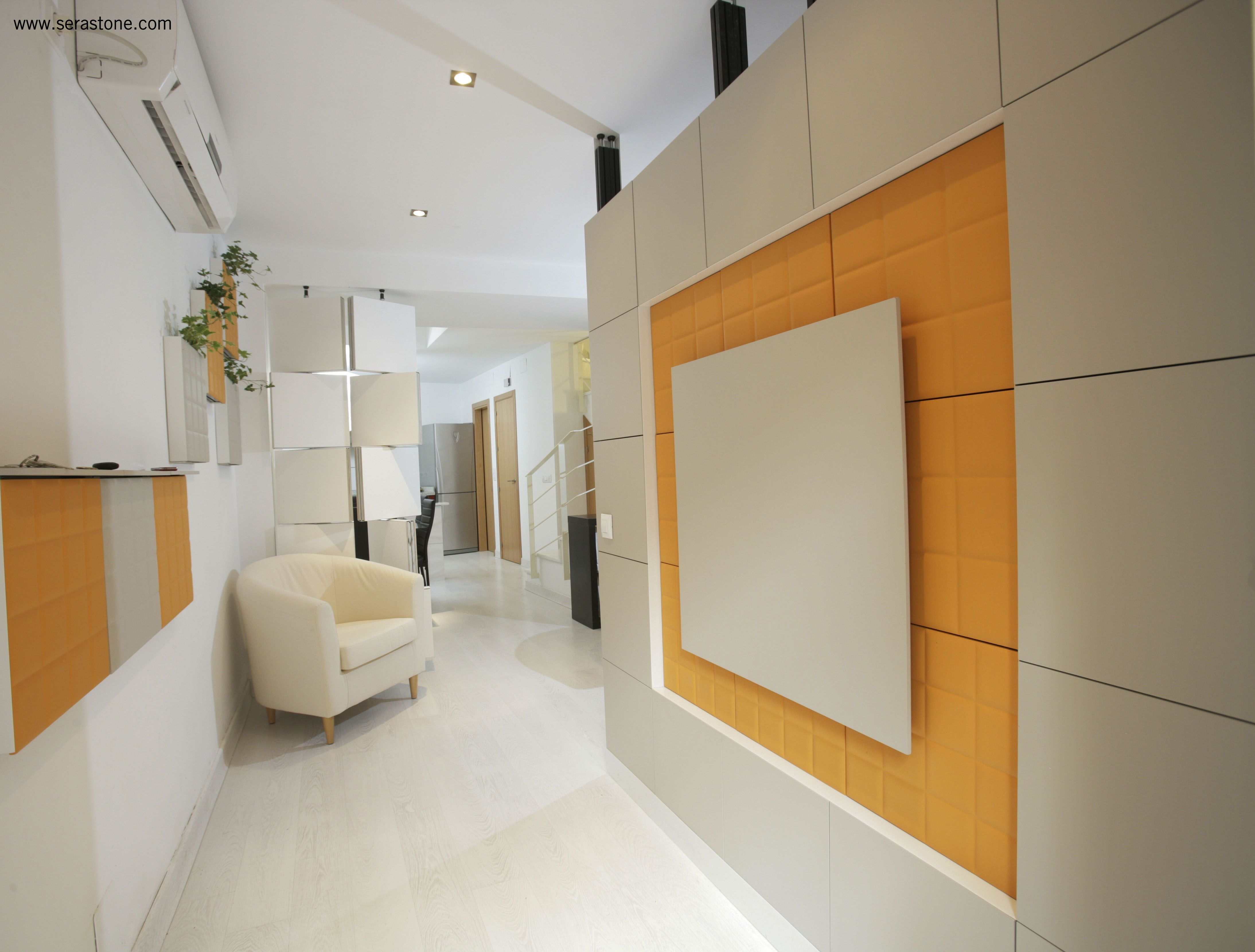 Tabique separador de ambientes a la entrada de un hogar - Separador de ambientes ...