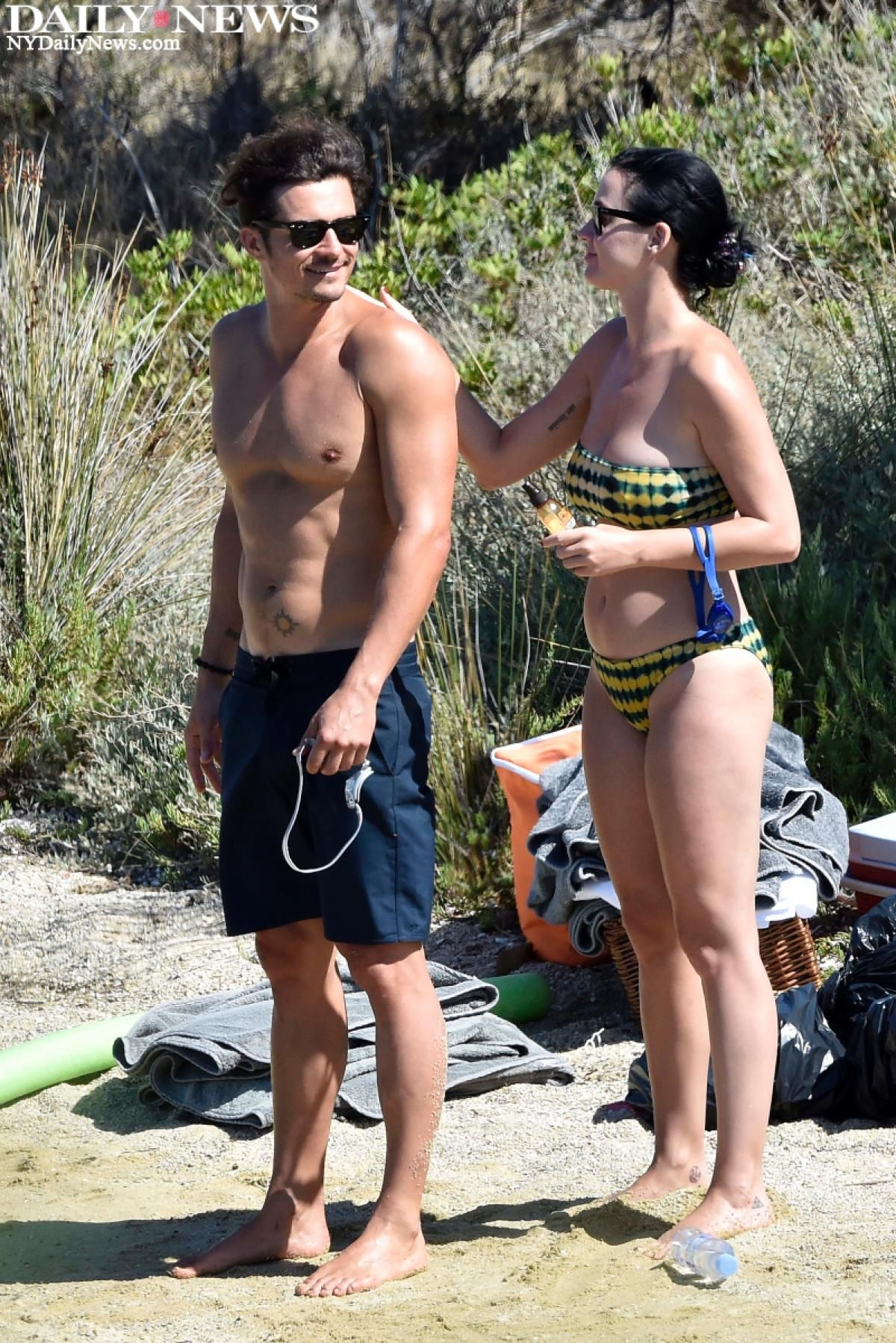 Katy Perry Lathered Sunscreen On Orlando Bloom Before Heading Into The Water For Some Fun In The Sun I Katy Perry Bikini Katy Perry Body Cute Celebrity Couples