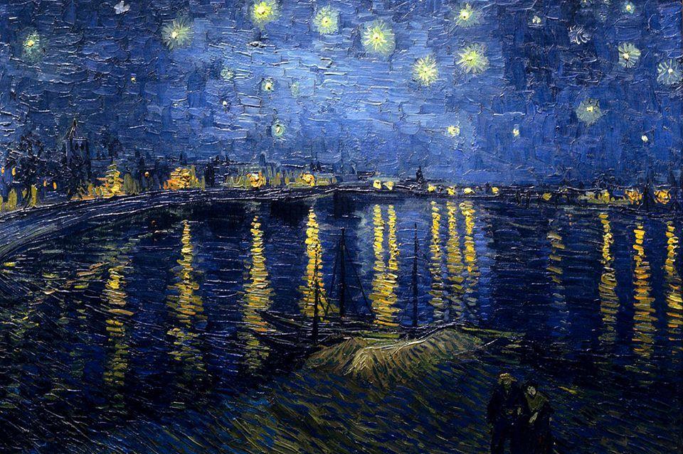 VINCENT van GOGH - (1853-1890)  Título  Noite estrelado sobre o Rhone Français: Nuit étoilée sur le Rhône. Descrição  Retrata o rio Rhône à noite Data Setembro 1888( Arles ) Médio óleo sobre tela Dimensões 72,5 × 92 centímetros (28,5 × 36,2 in) Local atual  Musée d'Orsay , Paris