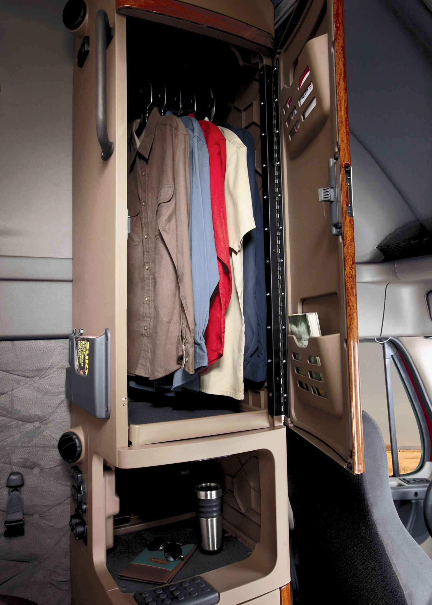 Freightliner Cascadia Semi Trucks Truck Drivers Interior Design