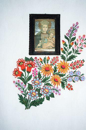 Obrazek Matki Boskiej na ścianie jednego z domów w Zalipiu. Powiśle Dąbrowskie
