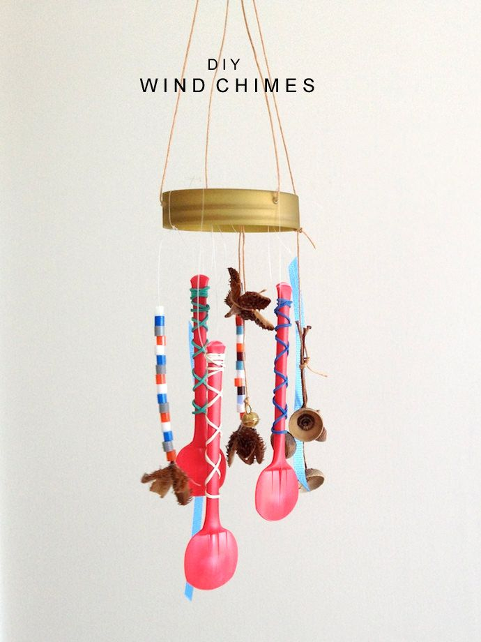 Diy wind chimes wind chimes plastic spoons and craft for Easy to make wind chimes