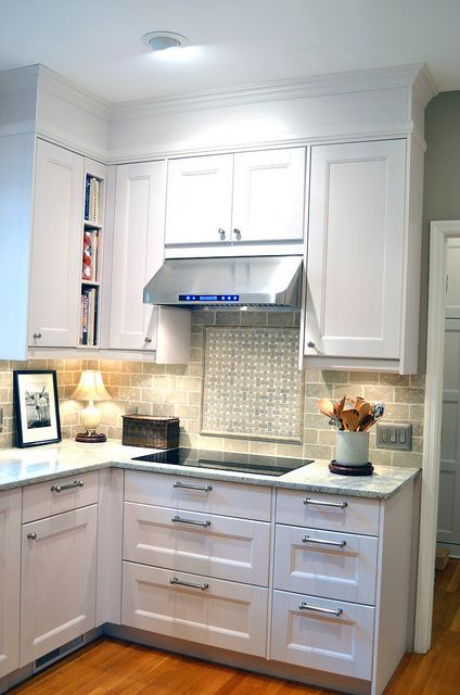 Renovated kitchen ikea 2012 armoires cuisine sous sol for Renovation hotte cuisine