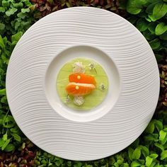 Carpaccio of cucumber, cured wild salmon, slow-cooked crab and dill emulsion - FOUR Magazine !