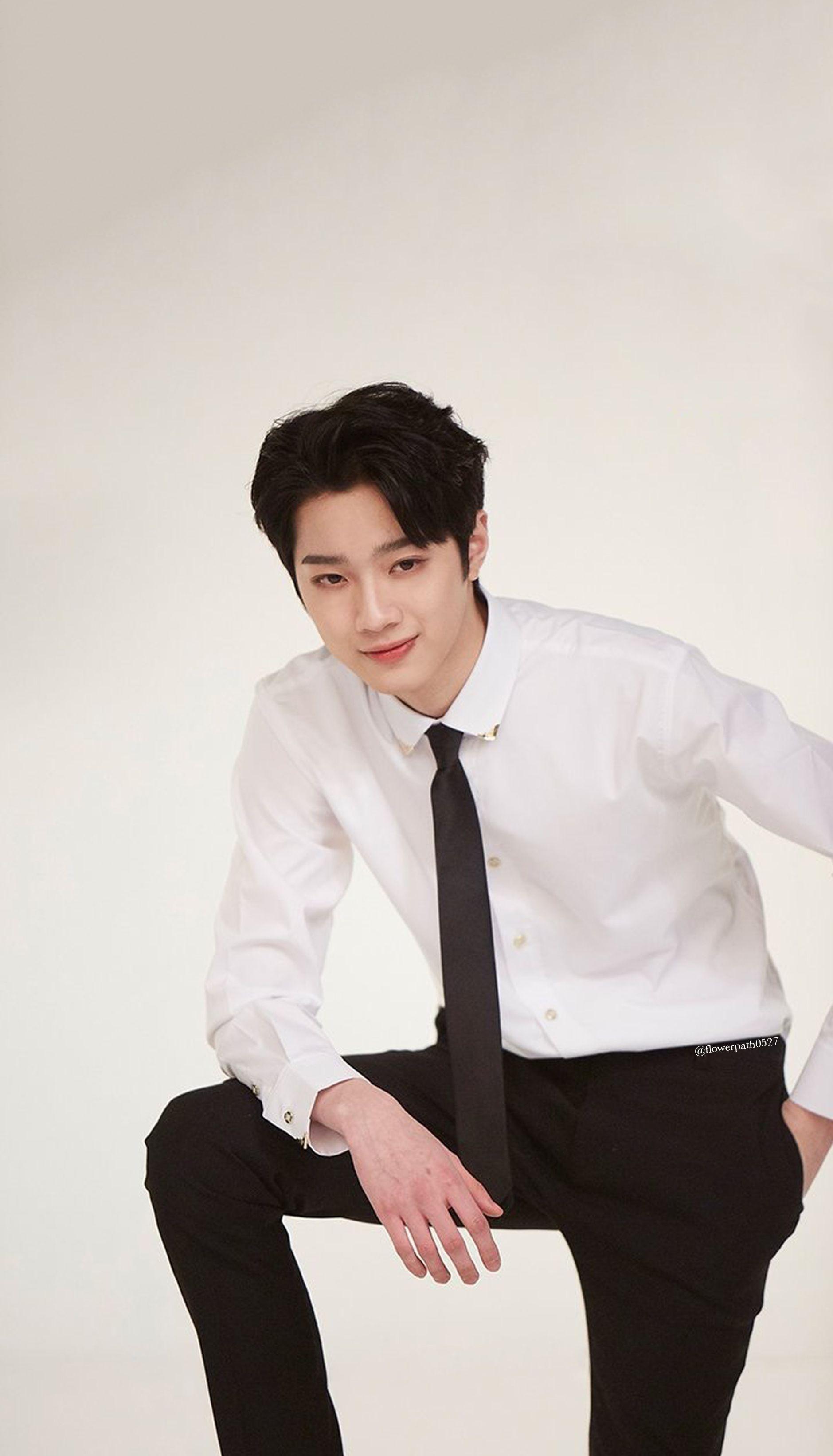 Wanna One X Shinan Bank Lai Guan Lin Wallpaper Wanna One Guan