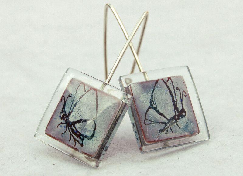 """Glass and silver dangel earrings """"butterfly"""" bglass.glass@facebook.com es.dawanda.com/shop/BGLASSbcn etsy.com/shop/BGLASSbcn Pendientes colgantes de vidrio y plata mariposa en tonos rojos y blanco o en tonos azules también.Forma cuadrada.Pintado a mano. Tamaño de la pie..."""