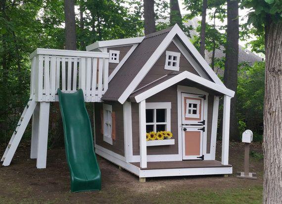 Gros Playhouse avec lucarne avec porte, glisser la plate-forme, loft - peinture de porte de garage