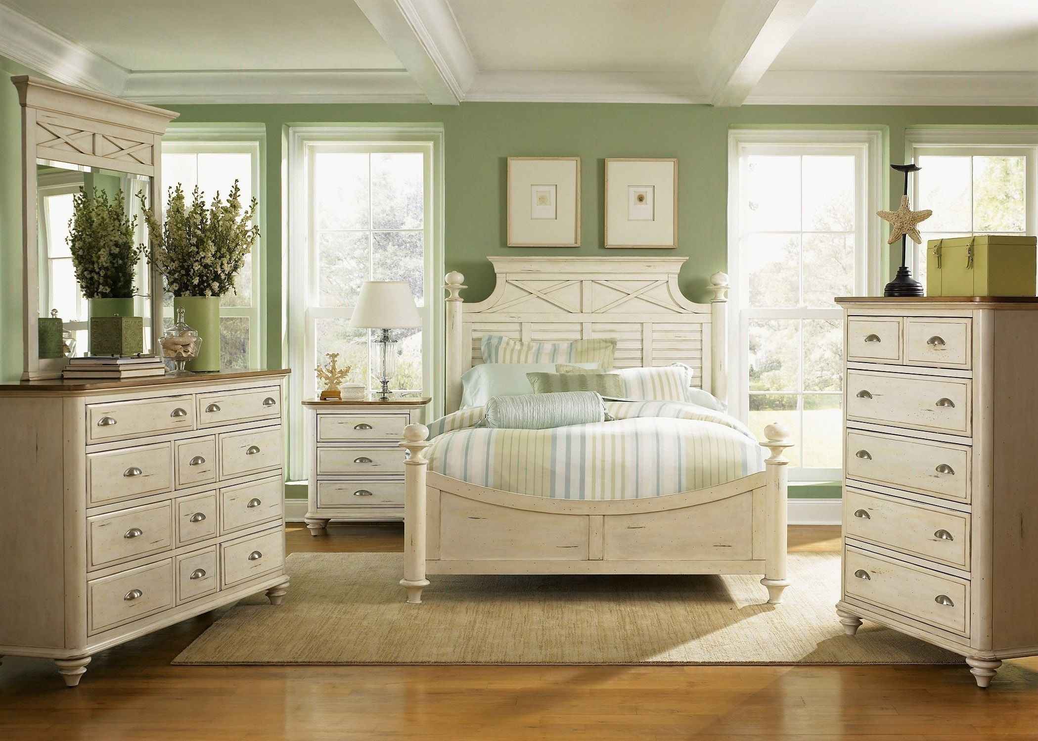 Best Summerville Poster Bedroom Collection Distressed White 640 x 480