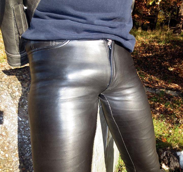 Fetisch In Lederhosen