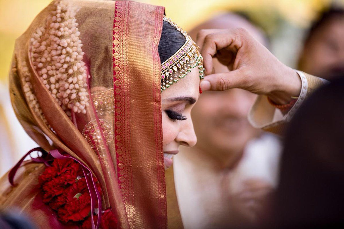 Deepika Padukone Wedding Pics Bride Weddingdaires Deepikapadukone Wedding Indianweddings Indiantraditio Deepika Ranveer Celebrity Weddings Wedding Stills