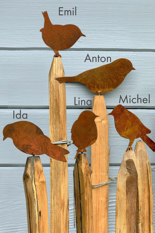 Amsel, Drossel, Fink & Star. .. auf dem Zaun gibt sich die Vogelgesellschaft ein munteres Stelldichein. Wenn auch Sie Garten oder Balkon mit unseren Eisenvögeln schmücken möchten: durch das Gewinde lassen sich die Vögel leicht an Zaun, Geländer oder... #zaunideen