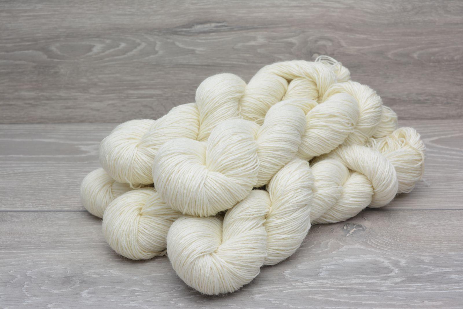 www.yarnundyed.eu  4ply 75% Superwash Wool 25% Nylon  Yarn 5 x 100gm Pack