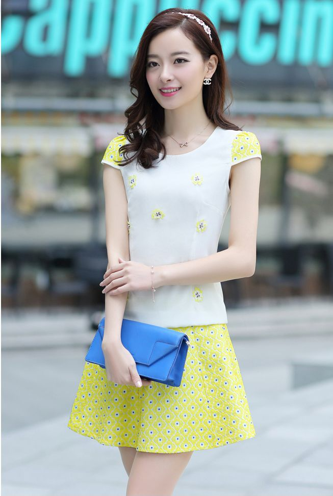 Graceful Princess Yellow Puff Sleeve With Short Skirt