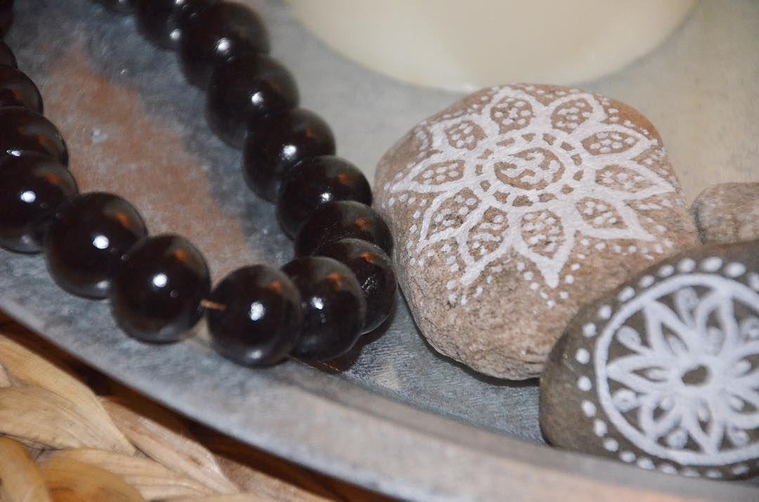 """GM! Ich wünsche euch einen wunderbaren Start ins Wochenende!!! Allen """"Patienten"""" von ❤️en gute Besserung und ein großes """"welcome to my new followers""""! Bei uns ist heute großer Interior-Shopping-Samstag- lasst euch überraschen... was treibt ihr Schönes? Liebste Grüße #mandala #littlemandala #stones #diy #selfmade #natureproduct #decoratie #instadecor #instainspiration #wohnkonfetti #homedetails #instawohnen #ethno #boho #bohostyle"""