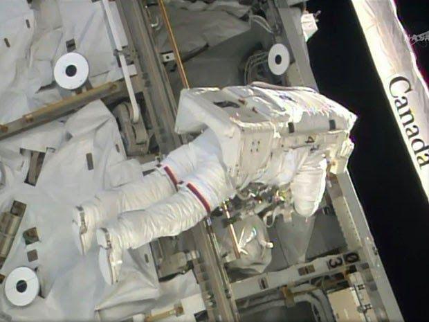 ASTRONOMIA HOJE: Astronautas iniciam caminhada no espaço para troca...