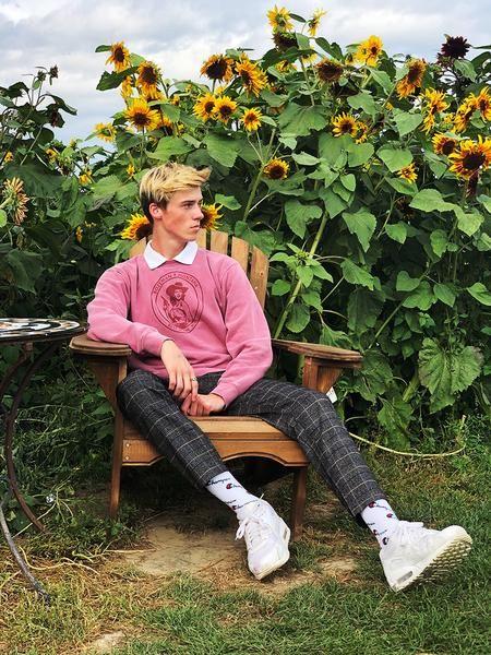 MT Gal Pullover Sweatshirt