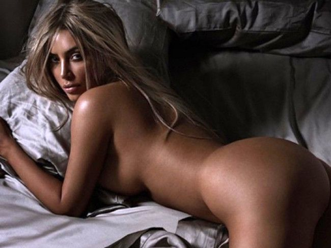 35 Naked Kim Kardashian Photos That Broke The Internet Kim K 18