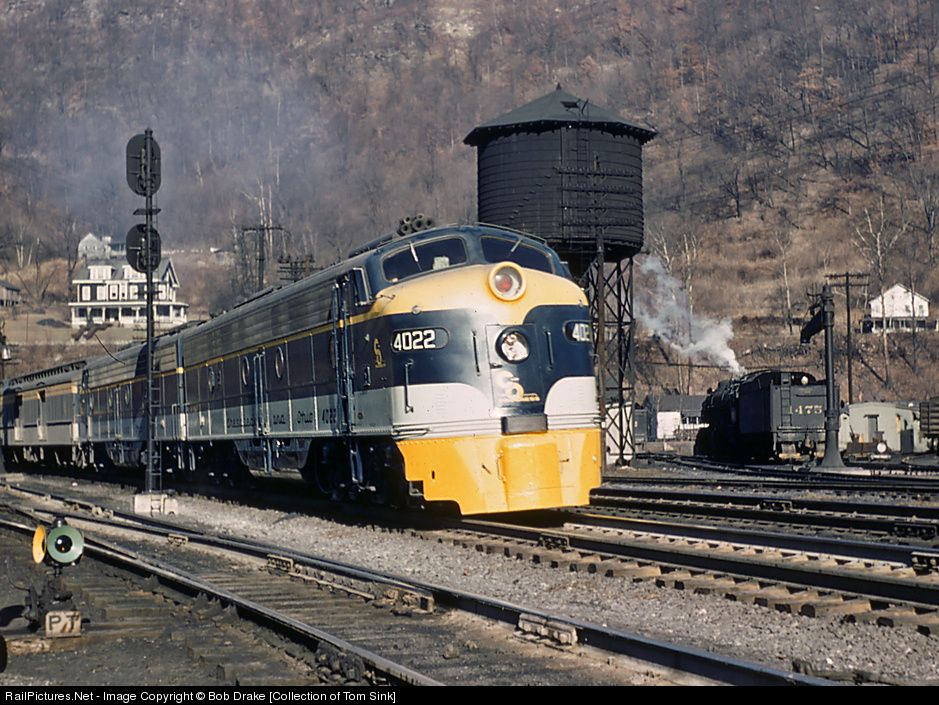 RailPictures.Net Photo: CO 4022 Chesapeake & Ohio (C&O) EMD E8(A) at Quinnimont, West Virginia by Bob Drake [Collection of Tom Sink]