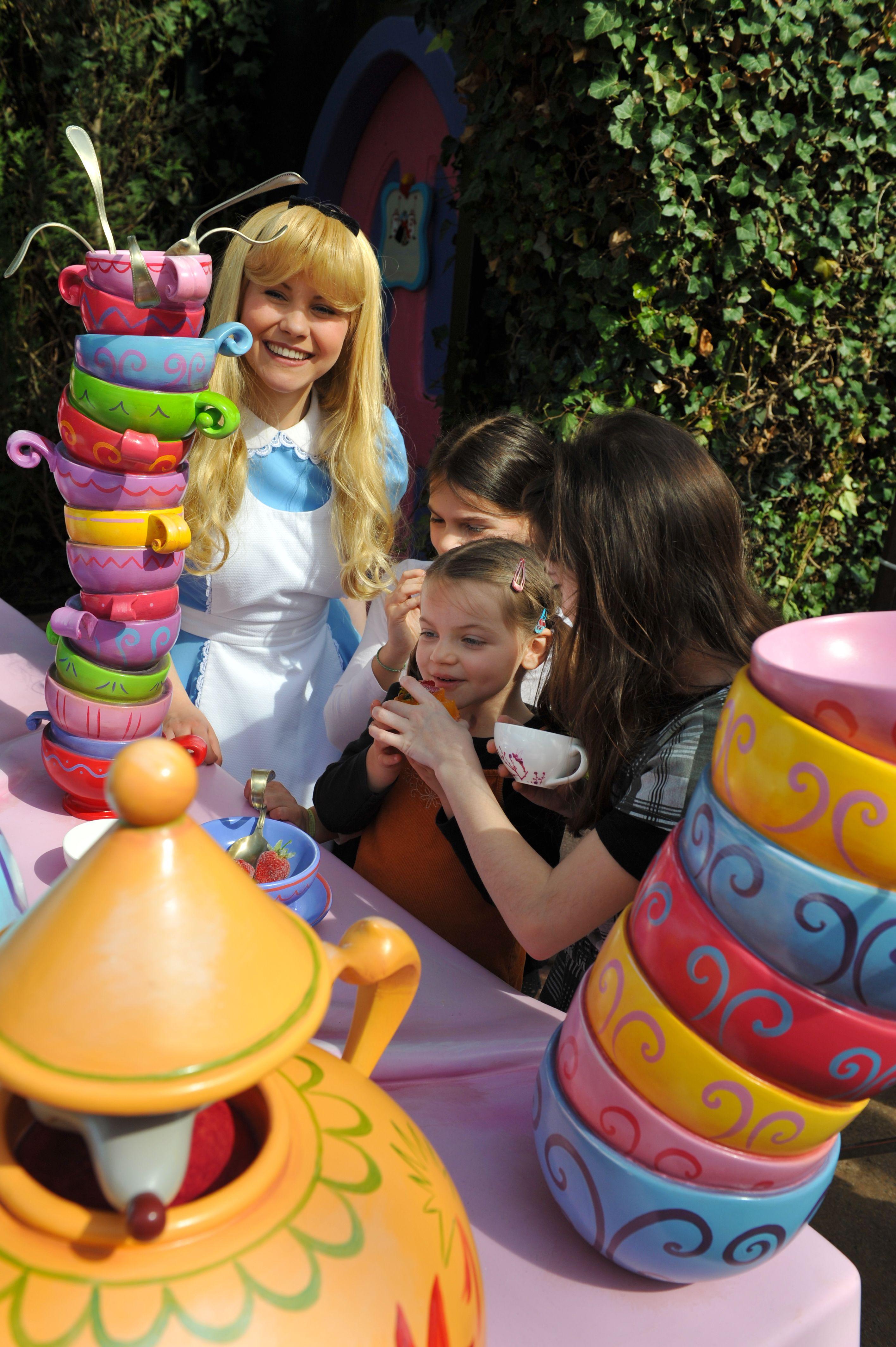 Forced to wear dresses at disneyland stories - Disneyland Park Fantasyland Alice In Wonderland With Girl Disneyland Paris