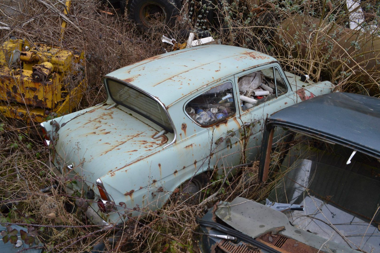 Ford Anglia restoration project vintage classic Barnfind Harry ...