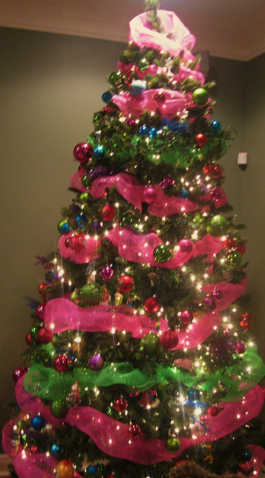 Pink and Green Christmas Tree Decorations – Merry Christmas ...