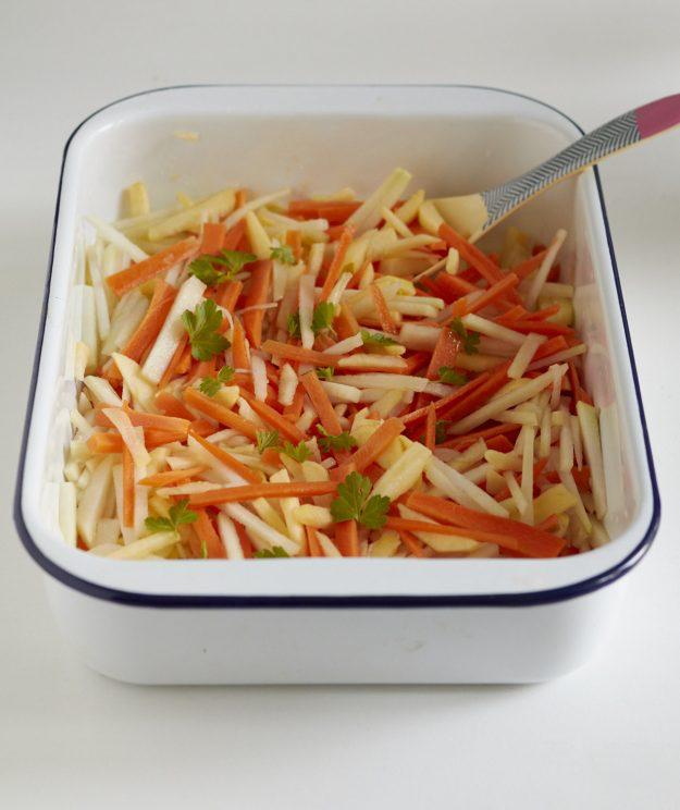 sehr lecker und auch noch gesund - der Kohlrabi-Apfel-Möhren Rohkost Salat #Äpfelverwerten lecker und gesund - Kohlrabi Apfel Möhren Rohkost Salat | tastesheriff #Äpfelverwerten