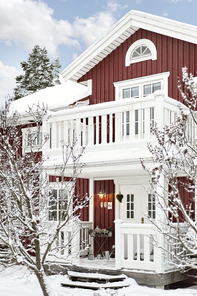 traditional swedish house with red walls and white windows these swedish real estate. Black Bedroom Furniture Sets. Home Design Ideas