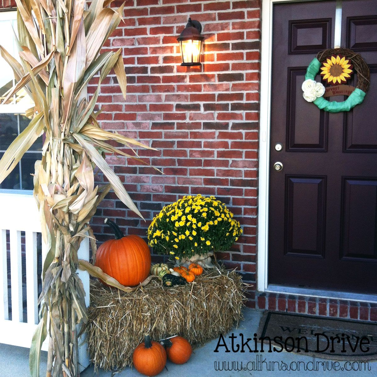 Outdoor Fall Decor Corn stalks, Holidays halloween and Halloween ideas - Halloween House Decorating Ideas Outside