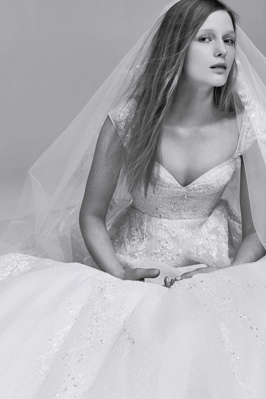 Elie Saab debütiert mit der Braut Online 2017   Braut
