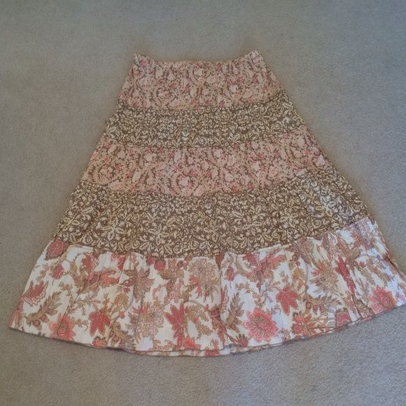 "Lovely LOFT Floral Skirt Very pretty skirt! 53% cotton, 47% polyester. 35"" from waist to hem. Size L. NWT. LOFT Skirts"