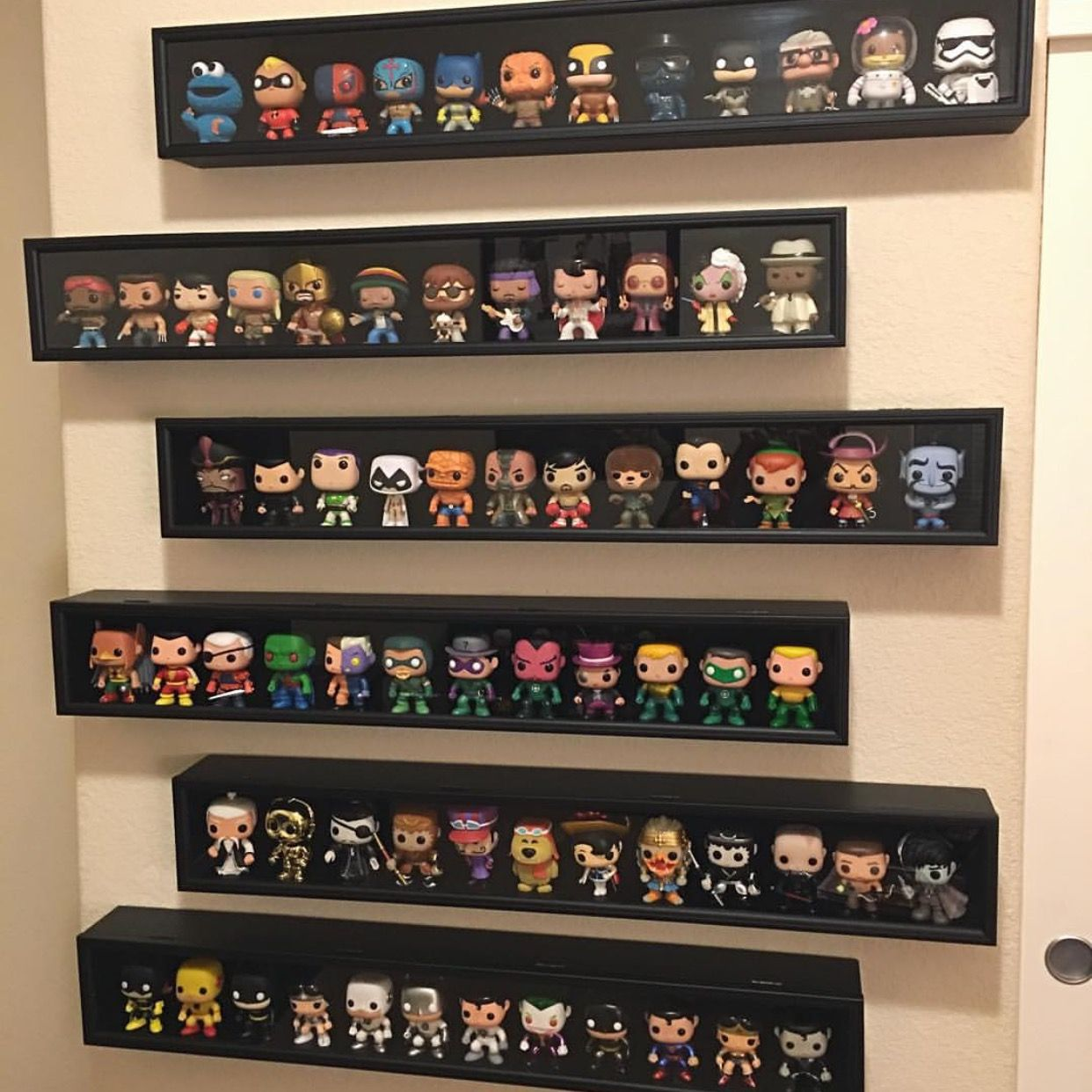 pin by de 39 amber andrade ortiz on home ideas pinterest funko pop and pop figurine. Black Bedroom Furniture Sets. Home Design Ideas