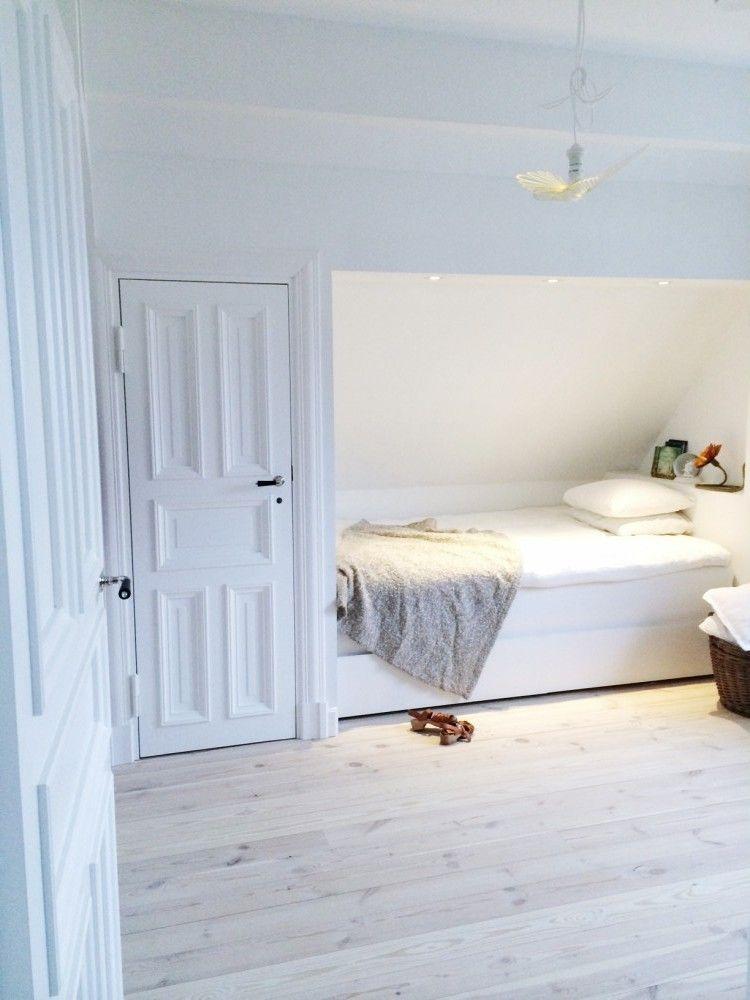 liten toalett med snedtak - Sök på Google | Idéer för hemmet ...