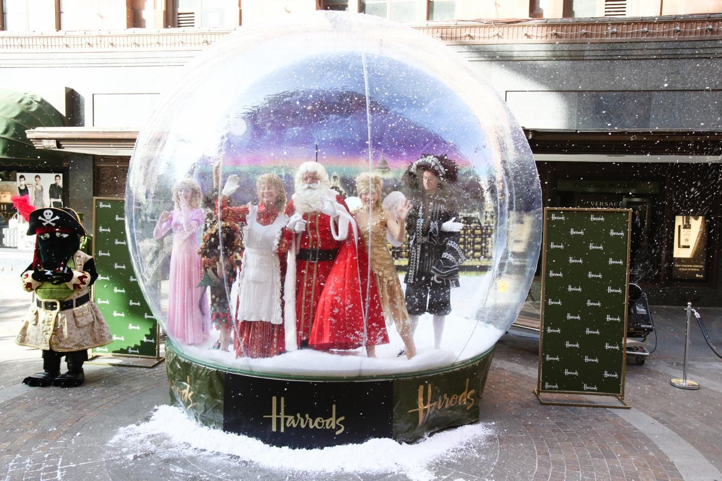 Harrods Giant Snowglobe With Images Snow Globes Snow Globes