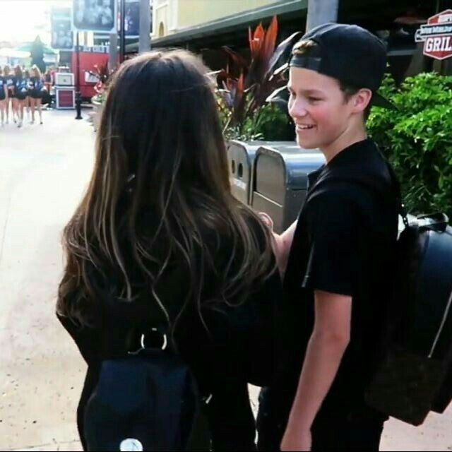 THE WAYY HE LOOKS AT HER