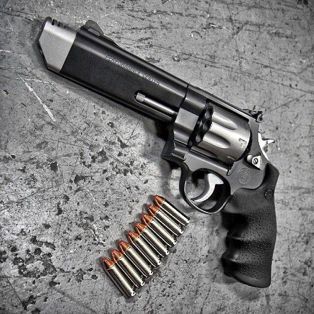 """Smith & Wesson's """"627 V Comp .357 MAG"""""""