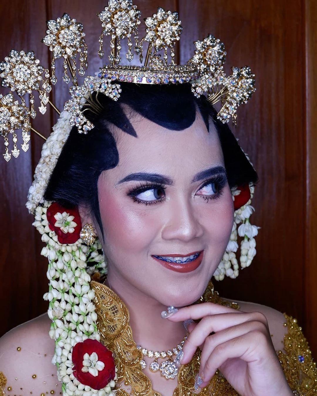 Solo Putri by sintaerliana_makeup Sanggul dhenylistyan